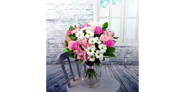 (Expired) Magnificent Mums Mothers Day Fresh Flower Bouquet £19.49 @ Amazon