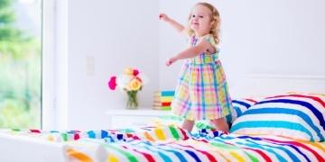 kids-adjust-clocks-extra-hour-bed-141440