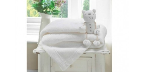 (EXPIRED) Lollipop Lane Fleece Blanket & Teddy New Baby Gift: £5.99 Lightning Deal @ Amazon