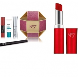 Click here for the No7 Lovely Lips Balm (Coloured) @ Boots.com* And ...