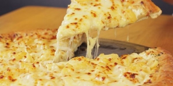 Limited Edition Mac 'N Cheese Pizza @ Pizza Hut