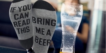 if-you-can-read-this-bring-me-a-beer-mens-socks-gbp-299-groupon-177914