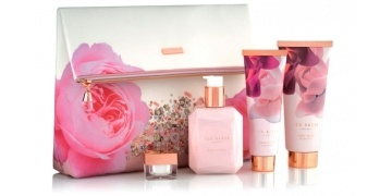 ted-baker-blush-bouquet-cosmetic-bag-gift-set-gbp-18-boots-180555
