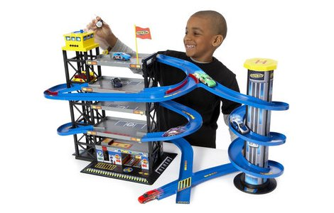 Fast lane parking garage with 8 cars toys r us for Bureau cars toys r us