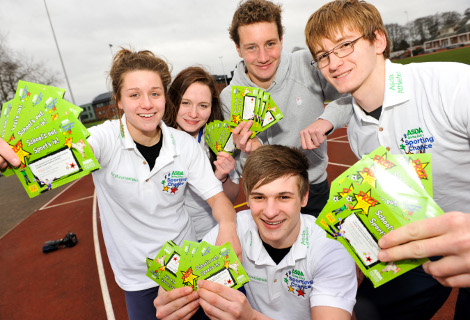 Olympian Alistair Brownlee with children & free sports vouchers