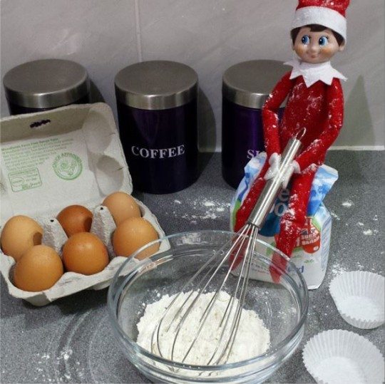 elf baking a mess
