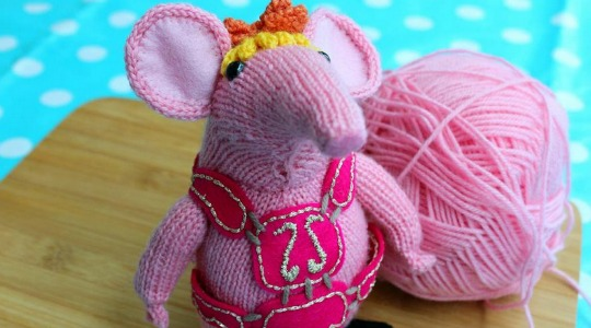 Knitting Pattern For Clangers : FREE Clangers Knitting Pattern @ CBeebies Grown Ups