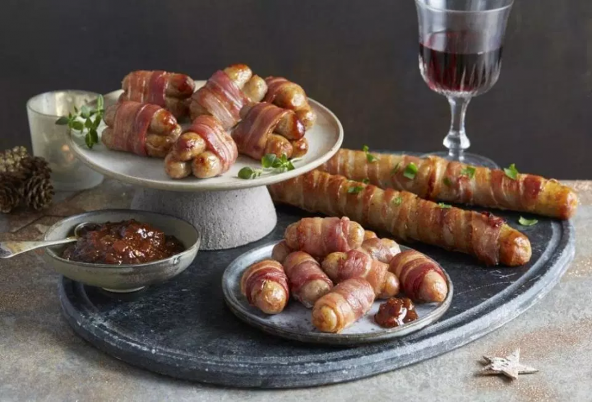 (UF) Asda & Aldi Are Selling GIANT Pigs In Blankets For Christmas